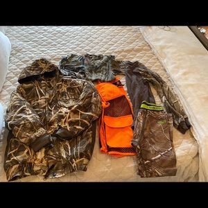 Hunting gear size youth Small.